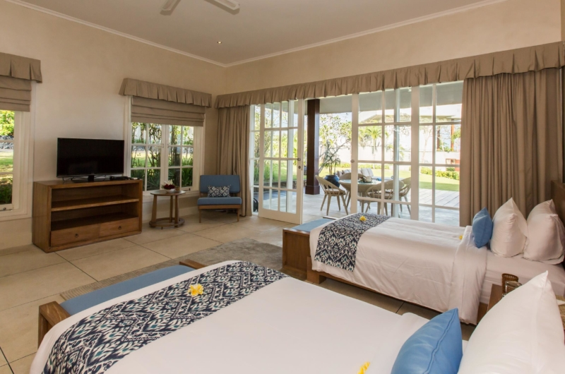 Twin Bedroom with TV - Villa Karang Dua - Uluwatu, Bali