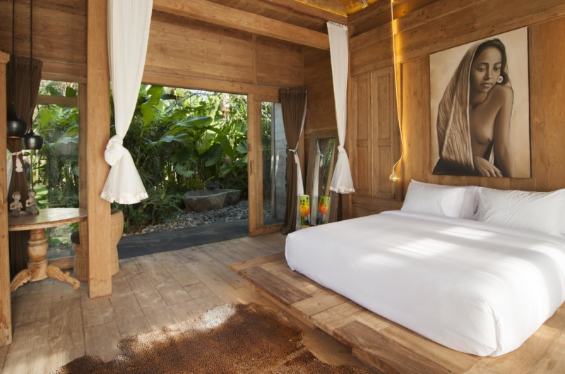 Bedroom with Wooden Floor - Villa Kayu - Umalas, Bali