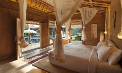 Bedroom with Pool View - Villa Kayu - Umalas, Bali
