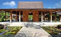 Pond View - Villa Kayu - Umalas, Bali