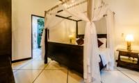 Bedroom and Bathroom - Villa Kebun - Seminyak, Bali