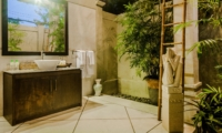 Bathroom with Mirror - Villa Kebun - Seminyak, Bali