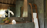 Bathroom with Mirror - Villa Kelusa - Ubud, Bali