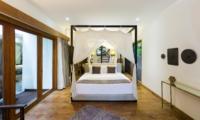 Four Poster Bed with Wooden Floor - Villa Ketut - Seminyak, Bali