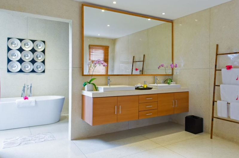 En-Suite His and Hers Bathroom - Villa Kinaree Estate - Seminyak, Bali