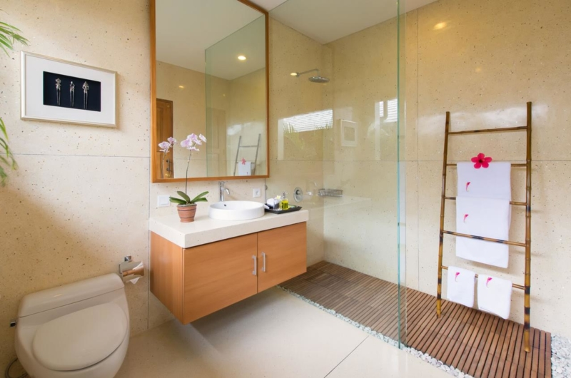 Bathroom with Mirror - Villa Kinaree Estate - Seminyak, Bali