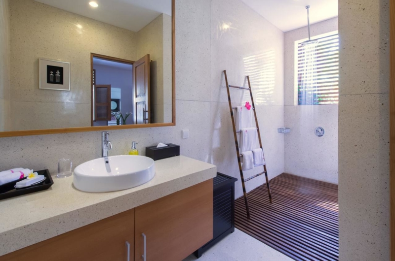Bathroom with Shower - Villa Kinara - Seminyak, Bali