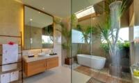 Bathroom with Bathtub and Mirror - Villa Kinara - Seminyak, Bali