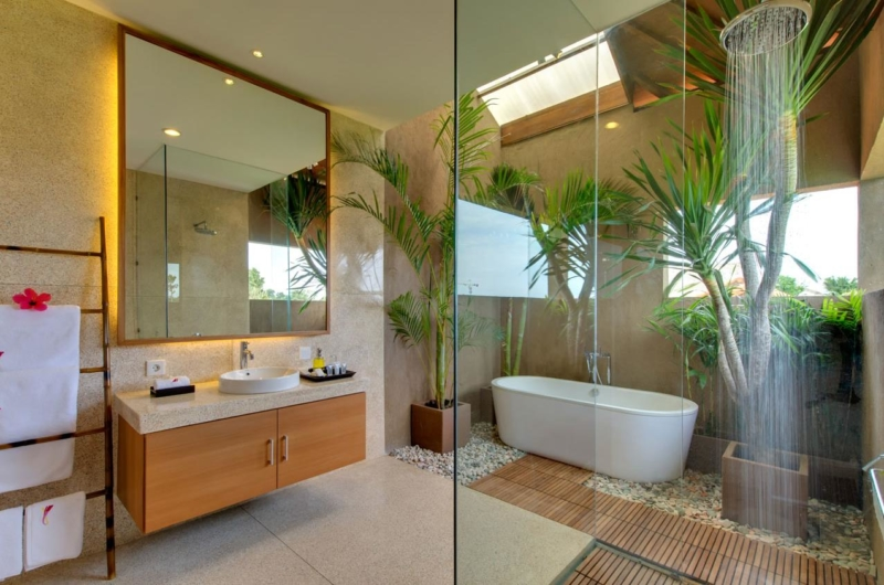 Bathroom with Bathtub - Villa Kinaree Estate - Seminyak, Bali