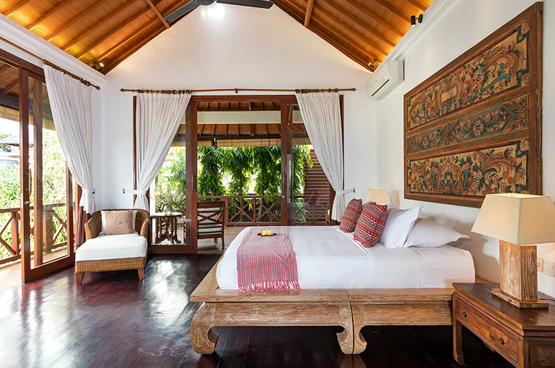Bedroom and Balcony - Villa Kipi - Batubelig, Bali