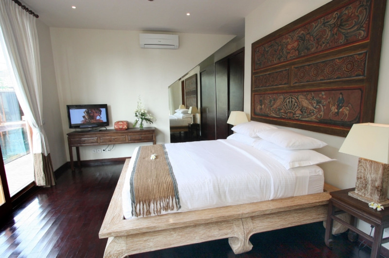 Bedroom with Wooden Floor - Villa Kipi - Batubelig, Bali