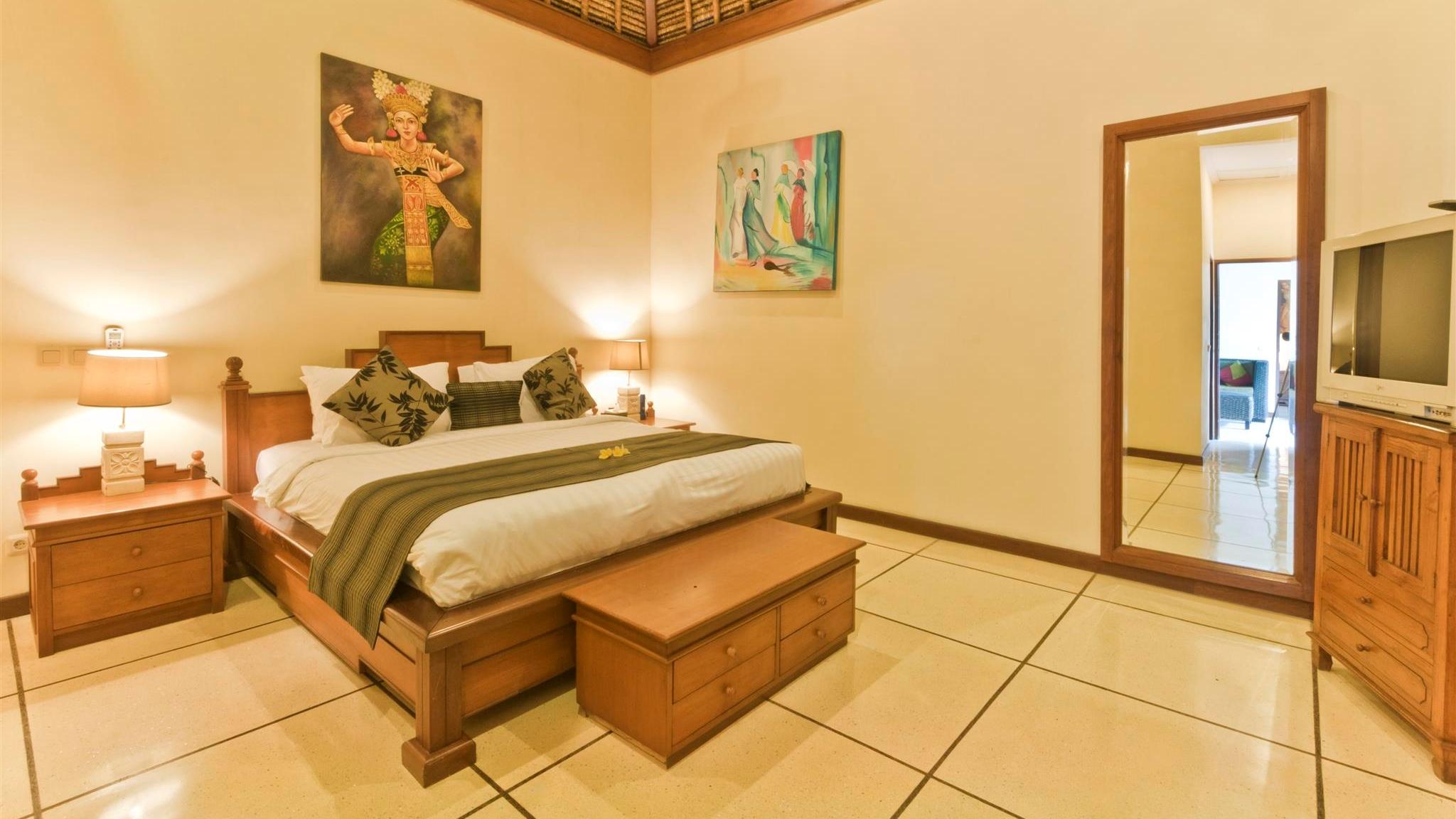 Bedroom with TV - Villa Krisna - Seminyak, Bali