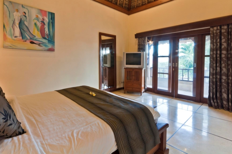 Bedroom and Balcony - Villa Krisna - Seminyak, Bali