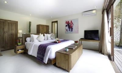 Bedroom with TV - Villa Kubu - Seminyak, Bali
