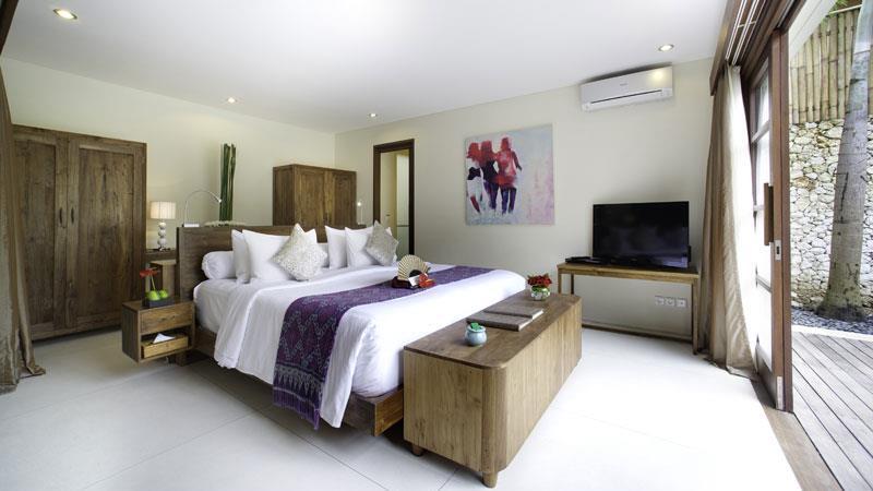 Bedroom with Wardrobe and TV - Villa Kubu - Seminyak, Bali