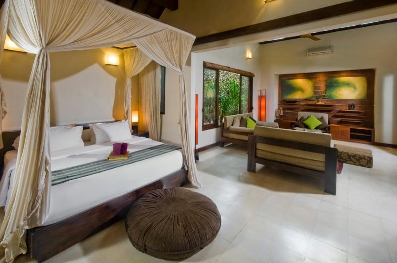 Bedroom with Sofa - Villa Kubu 10 - Seminyak, Bali