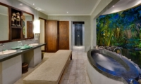 En-Suite Bathroom with Bathtub - Villa Kubu 10 - Seminyak, Bali