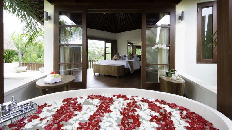 Romantic Bathtub Set Up - Villa Kubu - Seminyak, Bali