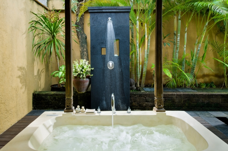 Bathroom with Bathtub and Shower - Villa Kubu 14 - Seminyak, Bali