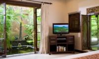 Bedroom with TV - Villa Kubu 14 - Seminyak, Bali
