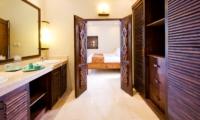 His and Hers Bathroom with Mirror - Villa Kubu 14 - Seminyak, Bali