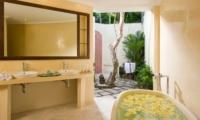 His and Hers Bathroom with Mirror - Villa Kubu 4 - Seminyak, Bali