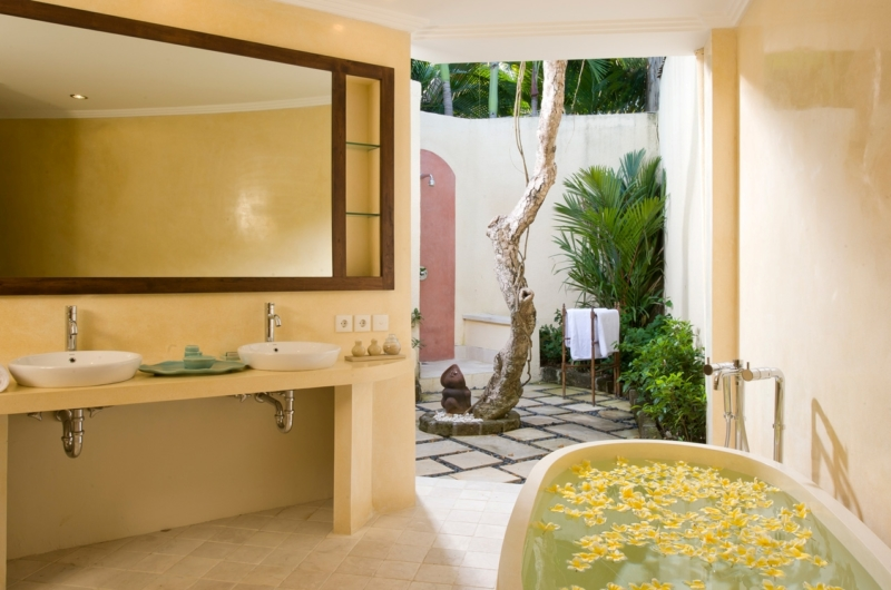 His and Hers Bathroom with Mirror - Villa Kubu 4 - Seminyak, Bali