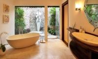 Bathroom with Bathtub - Villa Kubu 5 - Seminyak, Bali