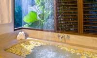 Bathtub with Petals - Villa Kubu 7 - Seminyak, Bali