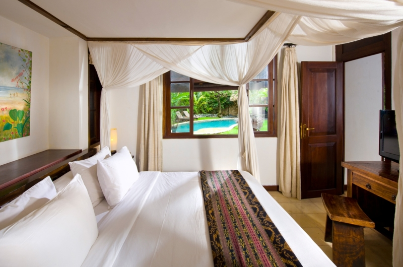 Bedroom with Four Poster Bed - Villa Kubu 8 - Seminyak, Bali
