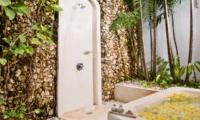 Open Plan Bathtub - Villa Kubu 8 - Seminyak, Bali