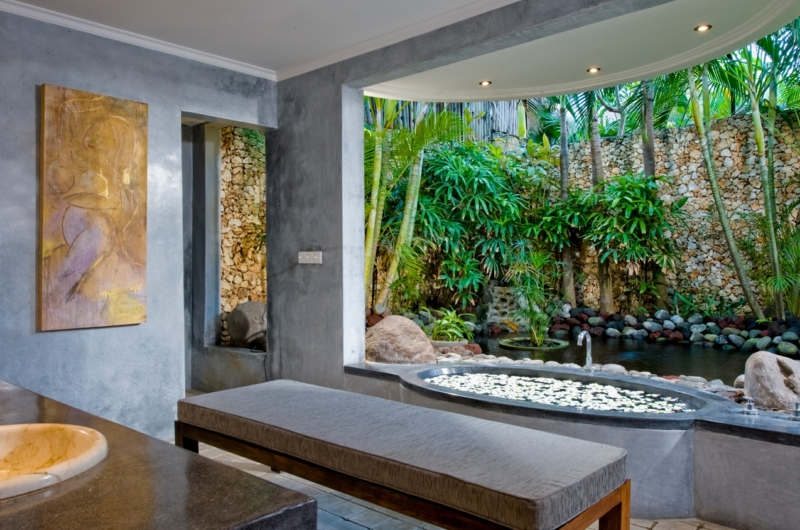 Semi Open Bathroom with View - Villa Kubu 9 - Seminyak, Bali