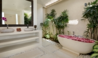 Bathroom with Bathtub - Villa Kyah - Seminyak, Bali