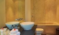 Bathroom with Mirror - Villa La Sirena - Seminyak, Bali