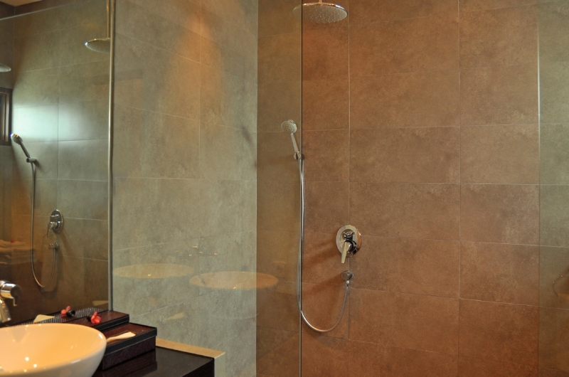 Bathroom with Shower - Villa La Sirena - Seminyak, Bali