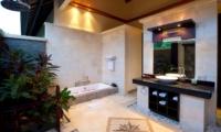 Semi Open Bathroom with Bathtub - Villa Lega - Seminyak, Bali
