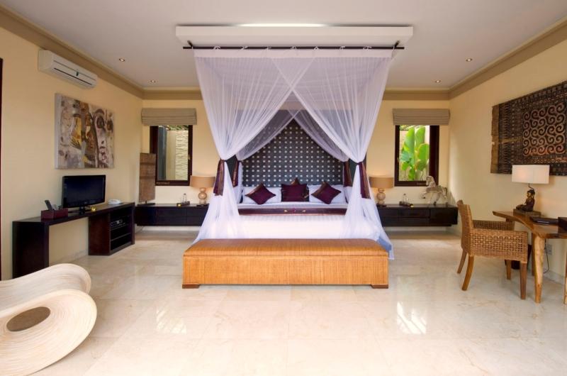 Bedroom with TV - Villa Lega - Seminyak, Bali