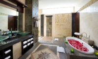 Romantic Bathtub Set Up - Villa Lega - Seminyak, Bali