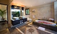 Bathtub with Rose Petals - Villa Lega - Seminyak, Bali