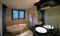 Bathroom with Mirror - Villa Lega - Seminyak, Bali