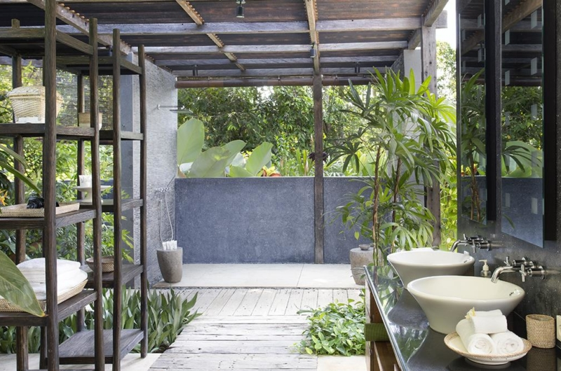 Semi Open His and Hers Bathroom - Villa Levi - Canggu, Bali