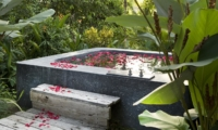 Bathtub with Rose Petals - Villa Levi - Canggu, Bali