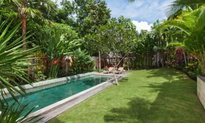 Pool Side - Villa Liang - Batubelig, Bali