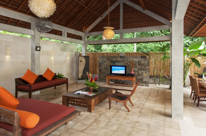 Living Area with TV - Villa Liang - Batubelig, Bali