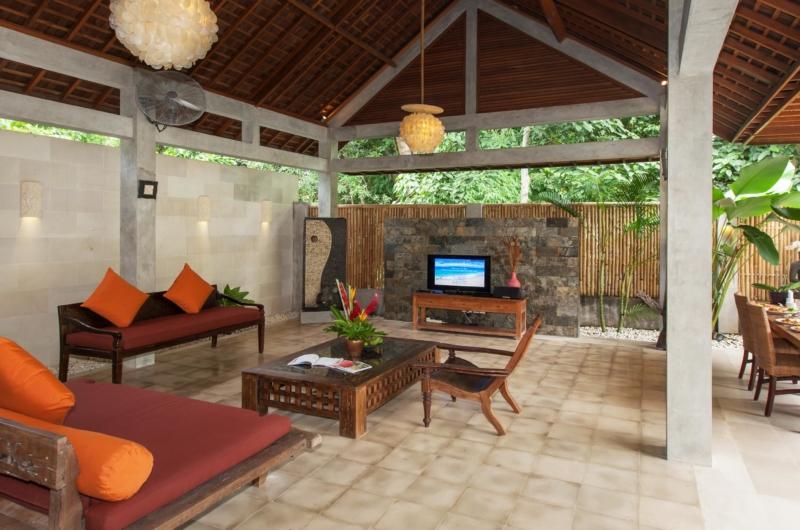 Living Area with TV - Villa Liang - Batubelig, Bali