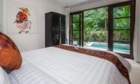 Bedroom with Pool View - Villa Liang - Batubelig, Bali