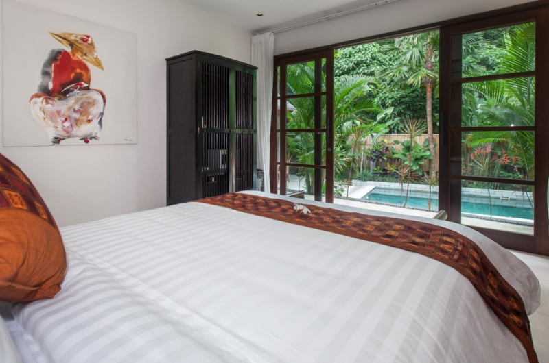 Bedroom with Pool View - Villa Liang - Batubelig, Bali