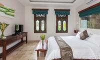 Bedroom with TV - Villa Liang - Batubelig, Bali