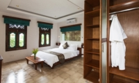 Bedroom with Wardrobe - Villa Liang - Batubelig, Bali