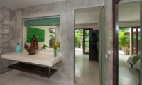 En-Suite Bathroom - Villa Liang - Batubelig, Bali